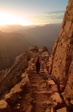 Hikers descend the South Kaibab Trail to Ooh-Aah Point
